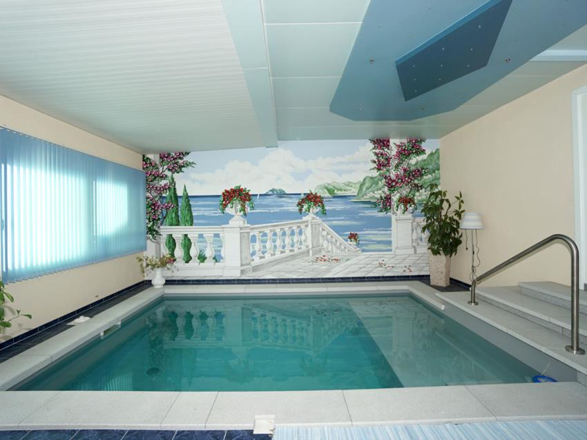 Indoor-Pool EG